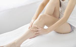 Почему сводит мышцы ног во время сна судорогой